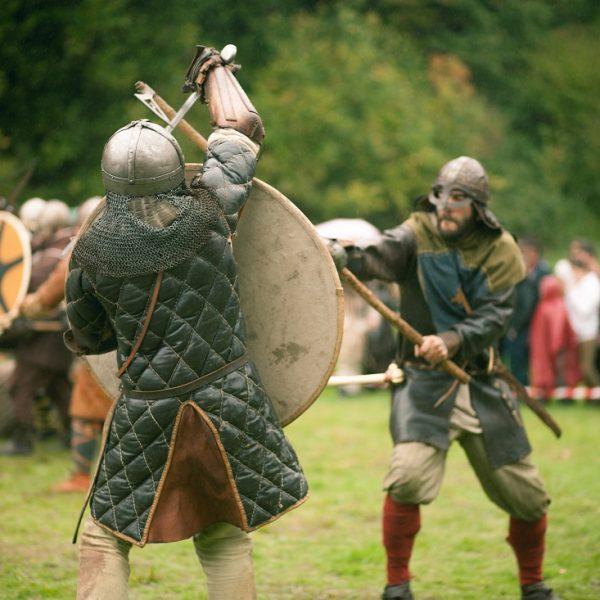 """Bild: """"Fête médiévale « Des Vikings à Rieux ! »"""" von """"melisa launay"""" (https://www.flickr.com/photos/151072996@N08/) (CC BY-ND 2.0) - Divinity: Dragon Commander und moderne Konzepte im Fantasy"""