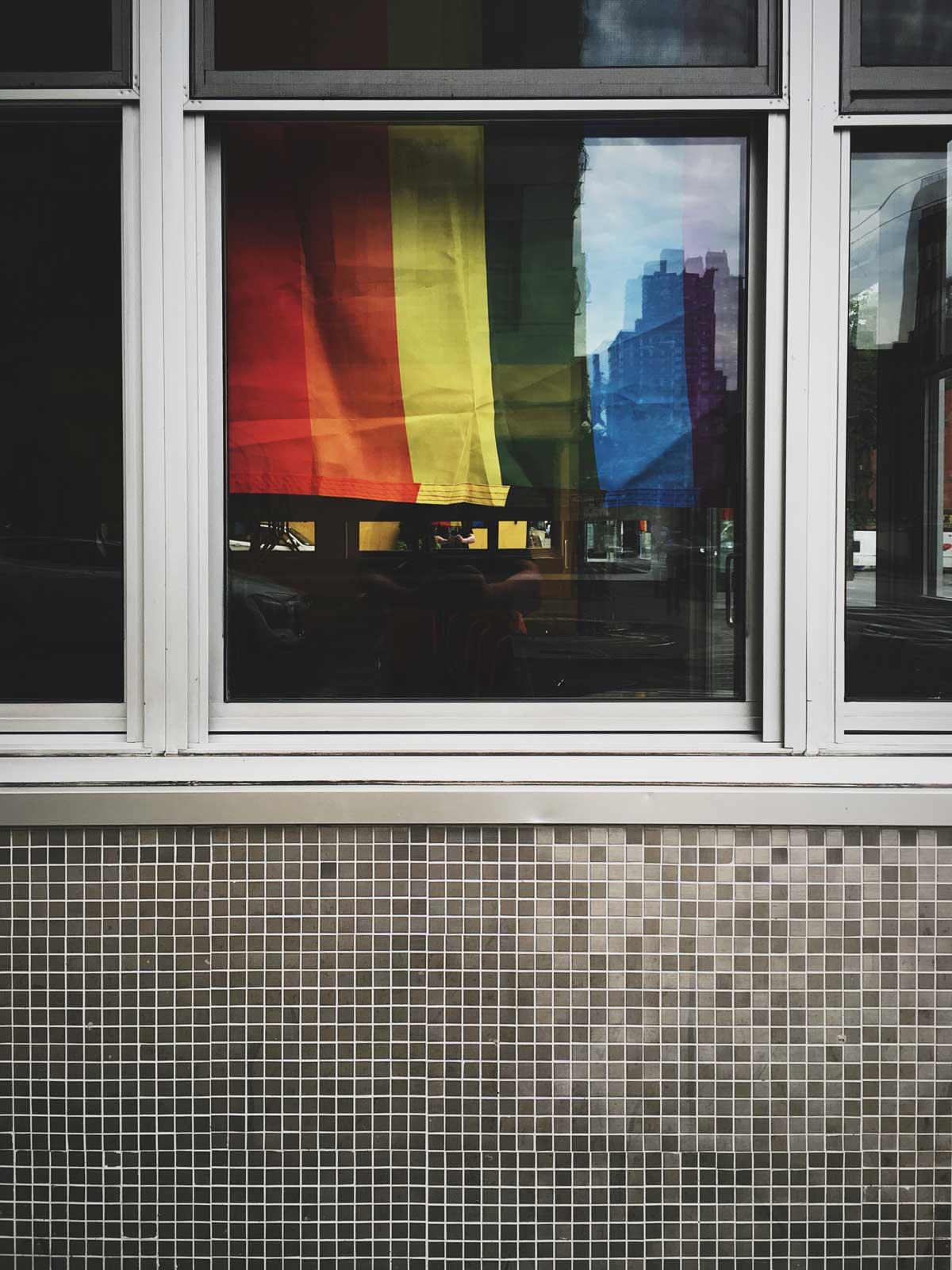 Queerbaiting Regenbogenflagge Gastartikel
